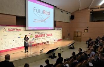 Maria Concepcion Mora de Amarillas - Detalle 1 Entrega Premios Futured - 4 Congreso Smart Grids
