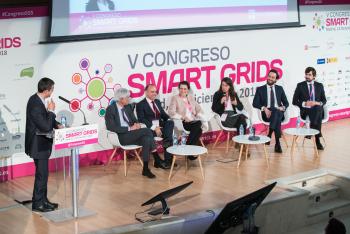 Alicia-Carrasco-Entra-Mesa-Redonda-3-5-Congreso-Smart-Grids-2018